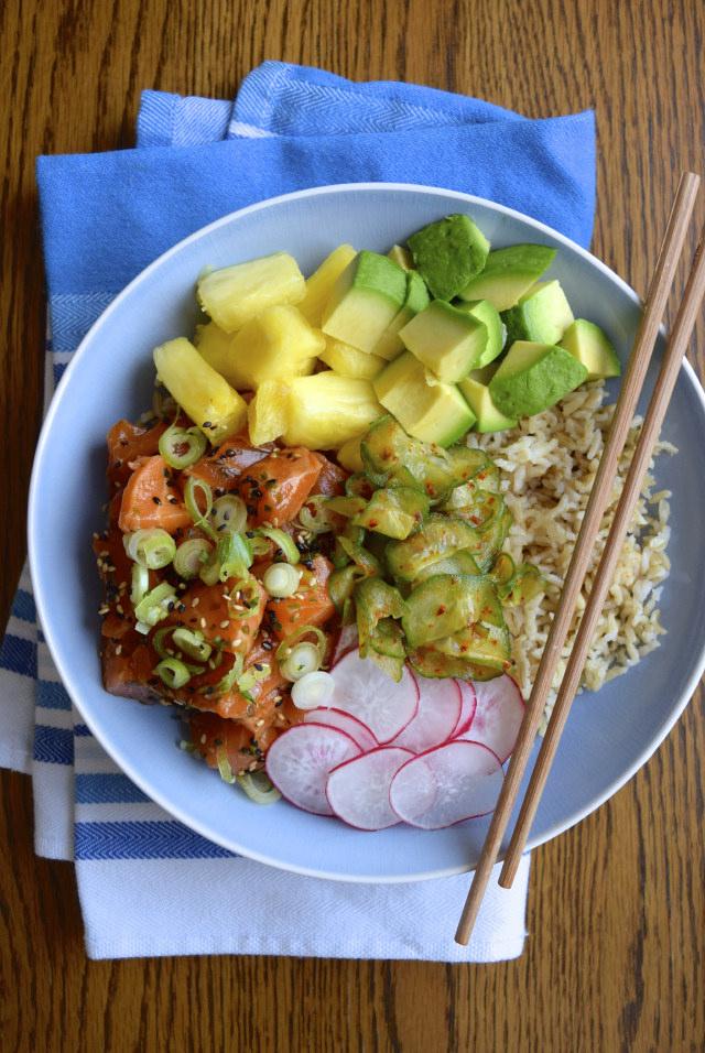 How To Make An Easy Salmon Poké Bowl #bowlfood #rice #poke #salmon #kimchee #pineapple #cucumber
