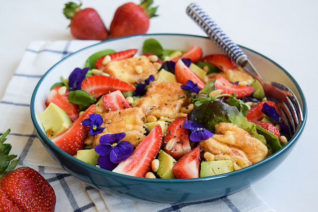 Fried Feta & Summer Strawberry Salad with Avocado #salad #feta #friedfeta #greek #cheese #strawberry #avocado