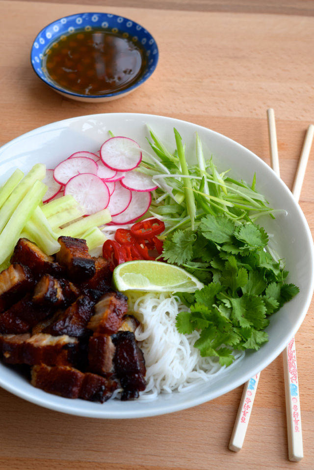 Korean Pork Belly Bun Bowls #bowlfood #korean #bunbowl #noodles #pork #porkbelly