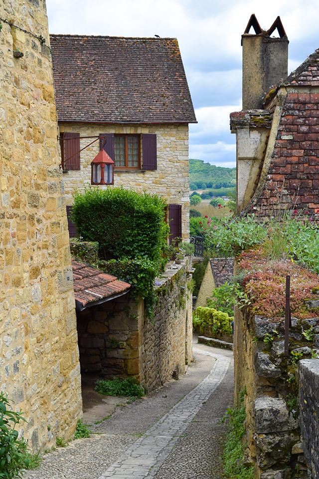 The Walk to Chateau de Beynac, Dordogne #dordogne #france #travel #chateau