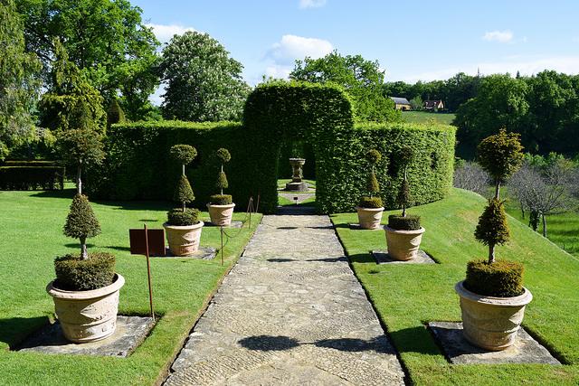Topiary Path at the Jardins de Eyrugnac #gardens #eyrugnac #dordogne #france #travel